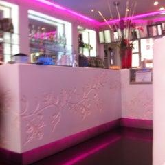 Photo taken at Planet Sushi by Juanlu F. on 5/16/2012