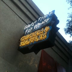 Photo taken at Gladys Knight's Signature Chicken & Waffles by Jose M. on 7/27/2011