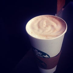 Photo taken at Starbucks by Reinaldo I. on 4/25/2012