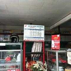 Photo taken at Bengkel motor honda by Edy C. on 7/21/2012