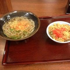 Photo taken at つるまるうどん ピオレごちそう館店 by 姫路のブル @. on 4/6/2012