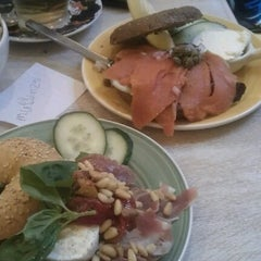 Photo taken at Bagels & Beans by Federico D. on 7/14/2012