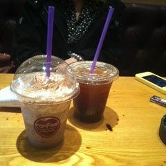 Photo taken at COFFINE GURUNARU by Jasmine L. on 3/29/2012