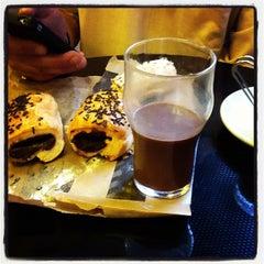 Photo taken at 365.cafè by Clara G. on 3/30/2012