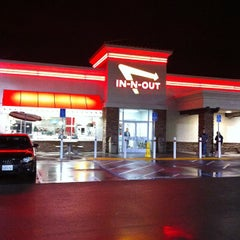 Photo taken at In-N-Out Burger by Jim M. on 4/14/2012