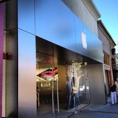 Photo taken at Apple Store, Los Gatos by Breno M. on 6/13/2012