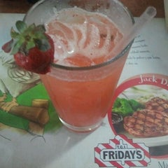 Photo taken at T.G.I Friday's by Anselmo A. on 1/15/2012