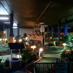 Photo taken at Magic Castle Indoor Golf & Amusement by DJ Prime T. on 10/11/2011