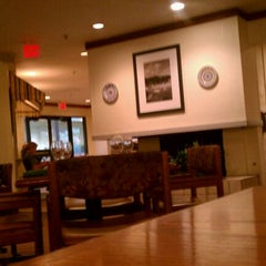 Photo taken at Olive Garden by Frank S. on 10/28/2011