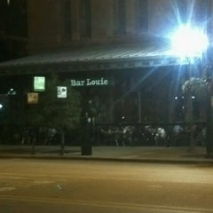 Photo taken at Bar Louie Dearborn Station by Jared J. on 8/20/2011