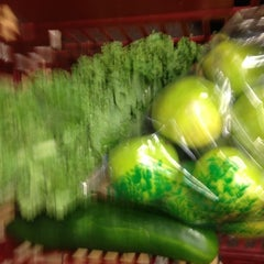 Photo taken at Giant Eagle Supermarket by Chris R. on 5/21/2012