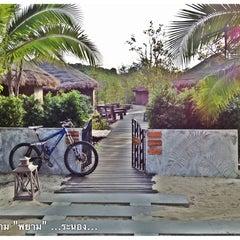 Photo taken at The Blue Sky Resort Koh Payam (เดอะบลูสกายรีสอร์ท เกาะพยาม) by Pheraphong A. on 5/21/2012