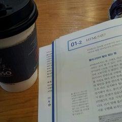 Photo taken at 요거프레소 by Jieun H. on 11/10/2011