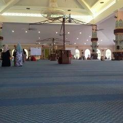 Photo taken at Masjid Al Rahimah Kuala Kubu Bharu by Asfanozika M. on 5/26/2012