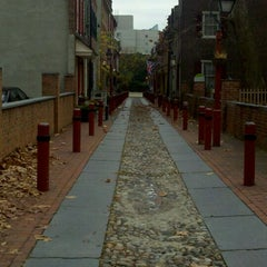 Photo taken at Elfreth's Alley Museum by Bryan M. on 11/21/2011