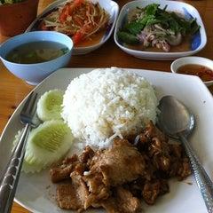 Photo taken at เพื่อนกิน by Tom on 1/14/2012