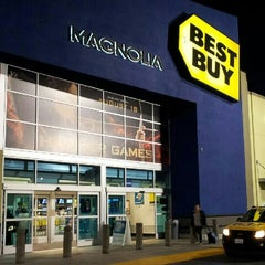 Photo taken at Best Buy by KokLeong O. on 8/30/2012