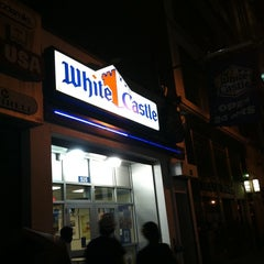 Photo taken at White Castle by Jeanne Y. on 8/1/2011