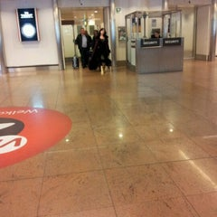 Photo taken at Arrivals (Aankomsten/Arrivées) by Carine V. on 12/5/2011