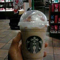 Photo taken at Starbucks by Dell L. on 12/6/2011