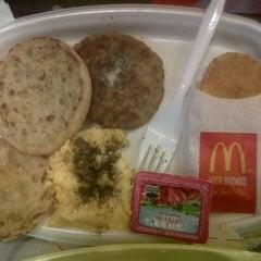 Photo taken at McDonald's (แมคโดนัลด์) by Teeka P. on 8/5/2012