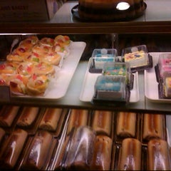Photo taken at Holland Bakery by Vivi N. on 5/2/2012