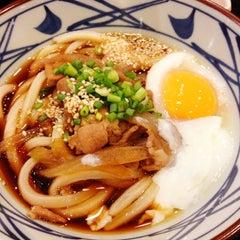 Photo taken at Marugame Seimen (มารุกาเมะ เซเมง) 丸亀製麺 by Nattakorn L. on 9/2/2012