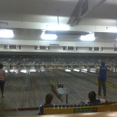 Photo taken at Super Bowling Lanes by Yuleen A. on 8/24/2012