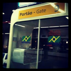 Photo taken at Portão 9 by Anderson B. on 5/22/2012