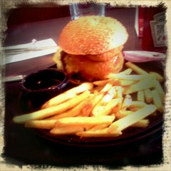 Photo taken at T.G.I. Friday's by Πάνος ο. on 1/8/2012