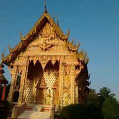 Photo taken at วัดท่าสูง by iipalm p. on 2/11/2012