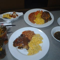 Photo taken at Kenny Rogers Roasters by Hafiz Jamalullail on 6/1/2012