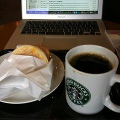Photo taken at Starbucks Coffee 札幌ステラプレイス センター1階店 by Banriku O. on 6/15/2012