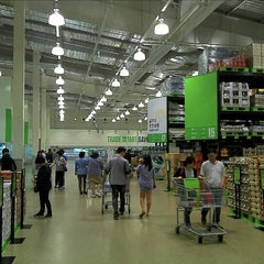 Photo taken at 이마트 트레이더스 (E-mart Traders) by Arnold L. on 5/5/2012