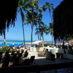 Photo taken at Duke's Waikiki by Teresa O. on 7/25/2012