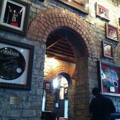 Photo taken at Hard Rock Cafe by Hiroshi S. on 7/19/2011