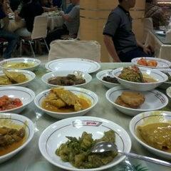Photo taken at RM Garuda by Qulia L. on 6/15/2012