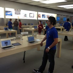 Photo taken at Apple Store, The Domain by Donna Brown @. on 6/9/2012
