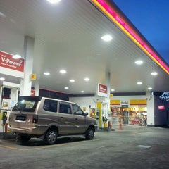 Photo taken at Shell by Amelia P. on 5/30/2012