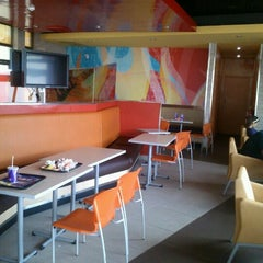 Photo taken at Taco Bell by Garih J. on 4/14/2012