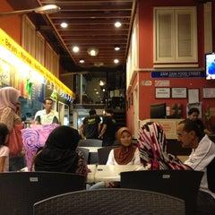 Photo taken at Zam Zam Restaurant by Acaii J. on 8/10/2012