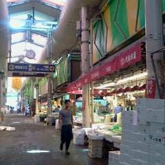 Photo taken at 近江町市場(Omicho Market) by Ikehan3 on 8/9/2012