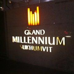 Photo taken at Pullman Bangkok Grande Sukhumvit (โรงแรมพูลแมน กรุงเทพฯ แกรนด์ สุขุมวิท) by Onizugolf on 3/8/2012