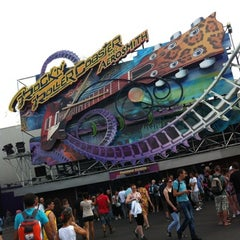 Photo taken at Rock'n' Roller Coaster With Aerosmith by Vanessa A. on 8/4/2012