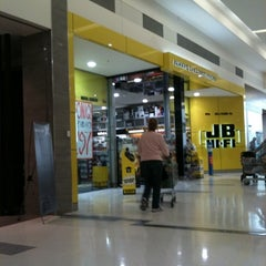 Photo taken at Lakeside Joondalup Shopping Centre by Emil S. on 9/28/2011