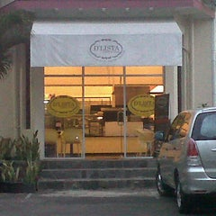 Photo taken at D'Lista Coffee & Cake by Budhi M. on 7/25/2011