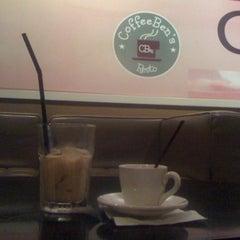 Photo taken at CoffeeBen's & Resto by agnintyo on 8/11/2012