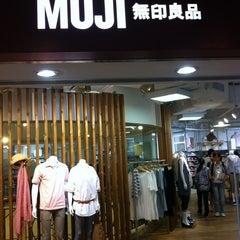 Photo taken at Muji 無印良品 by Calvin Khor K. on 8/6/2011