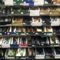 Photo taken at DSW Designer Shoe Warehouse by Darty S. on 12/24/2011