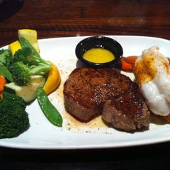 Photo taken at LongHorn Steakhouse by Jason S. on 7/15/2012